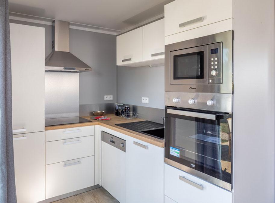 Cuisine équipée - chalet en bois 50 m² habitable tout équipé