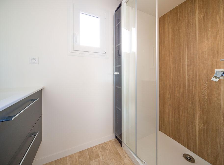 salle d'eau - chalet en bois 50 m² habitable tout équipé